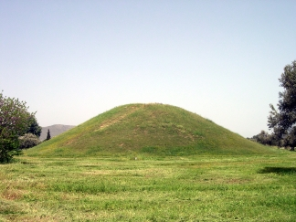 Tumulus of Marathon as seen today. In the centre of the mound is a cremation tray that contains the ashes of the cremated remains of all 192 fallen soldiers. Originally, there were probably ten grave stelae surrounding the mound containing all of the names of the soldiers according to the phylai they belonged to.